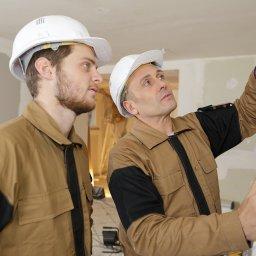 What Should I Look For When Choosing Door Contractors?
