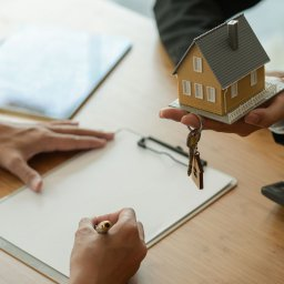 Why You Need A Real Estate Lawyer When Buying A Home?